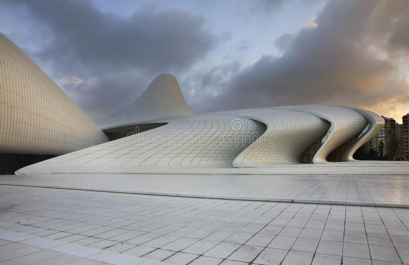 Heydar Aliyev Center en Baku azerbaijan imágenes de archivo libres de regalías