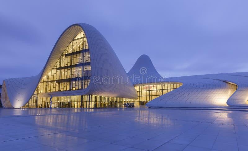 Heydar Aliyev Center en Baku azerbaijan foto de archivo