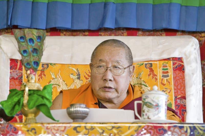 HH Penor Rinpoche, θιβετιανός-γεννημένος ανώτατος επικεφαλής του βουδισμού Nyingmapa, προεδρεύει πέρα από την ενδυνάμωση Amitabha στοκ φωτογραφία με δικαίωμα ελεύθερης χρήσης