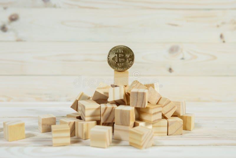Hiérarchie d'affaires Concept de stratégie avec le bitcoin d'or images libres de droits