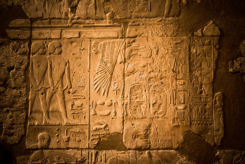 Hiërogliefen in de Luxor-Tempel royalty-vrije stock foto