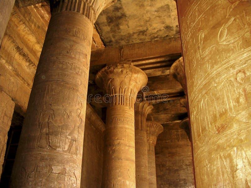 Hiërogliefen op kolommen stock afbeeldingen