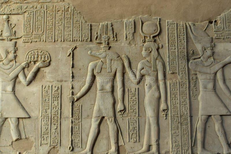 Hiërogliefen op Tempelmuur in Egypte royalty-vrije stock afbeeldingen