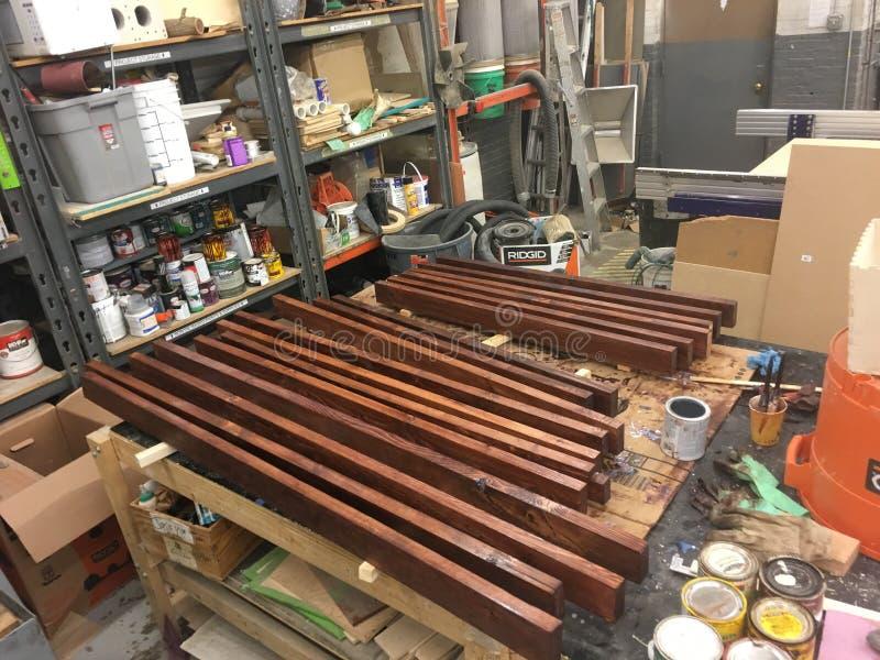 Hickory en 2x4 meubilair WIP Verfte hickory 17 Dec; bevlekt en polyurethaned 2x4' s, en duidelijk-met een laag bedekt het hi stock foto