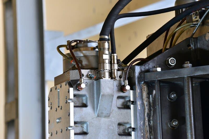 A hidráulica lubrifica a estação na máquina-instrumento no equipamento industrial Sistema de lubrificação com óleo sob a pressão imagem de stock