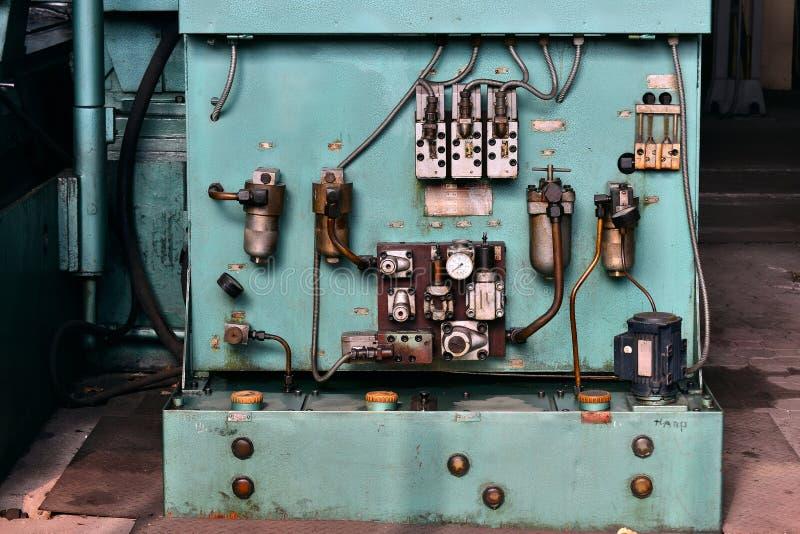 A hidráulica lubrifica a estação na máquina-instrumento no equipamento industrial Sistema de lubrificação com óleo sob a pressão fotos de stock