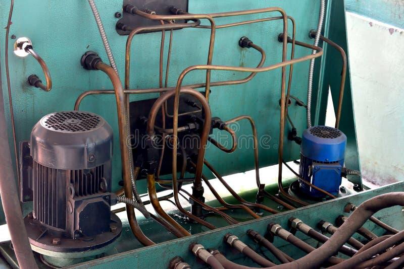 A hidráulica lubrifica a estação na máquina-instrumento no equipamento industrial Sistema de lubrificação com óleo sob a pressão imagem de stock royalty free