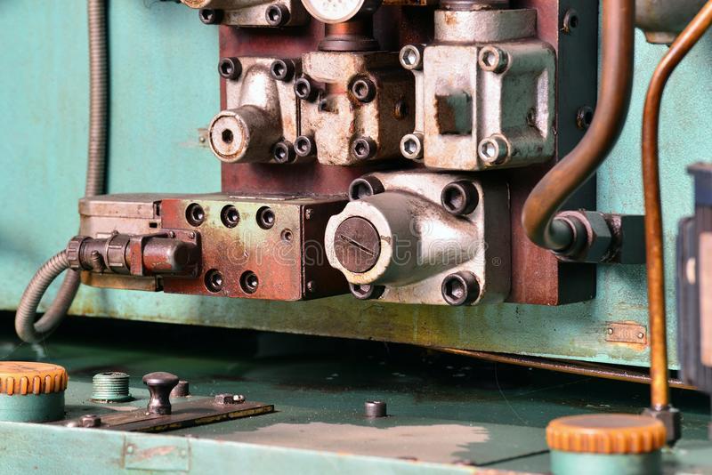A hidráulica lubrifica a estação na máquina-instrumento no equipamento industrial Sistema de lubrificação com óleo sob a pressão fotografia de stock royalty free