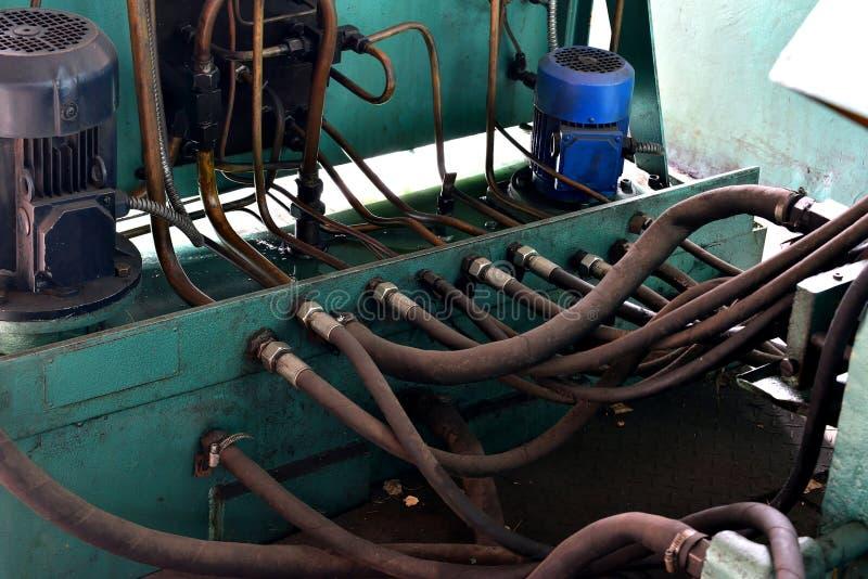 A hidráulica lubrifica a estação na máquina-instrumento no equipamento industrial Sistema de lubrificação com óleo sob a pressão imagens de stock royalty free