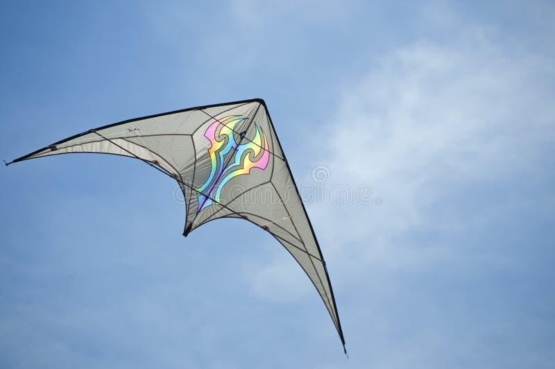 Hieb winged Drachenrennen über dem Himmel stockbilder