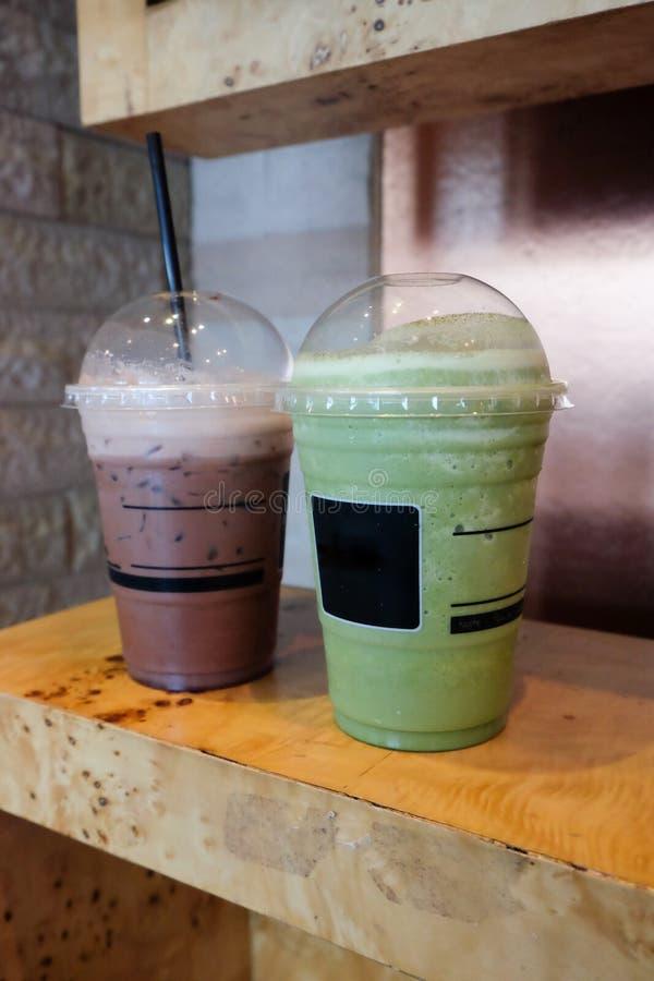 Hiele el té verde del matcha del frappe y el chocolate del hielo foto de archivo libre de regalías