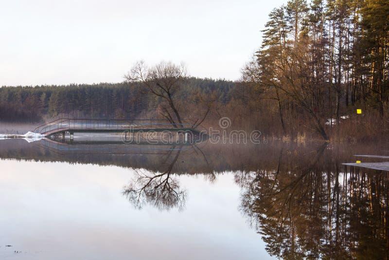 Hiele en el lago, visión desde la pista del esquí, Gorodok imagenes de archivo