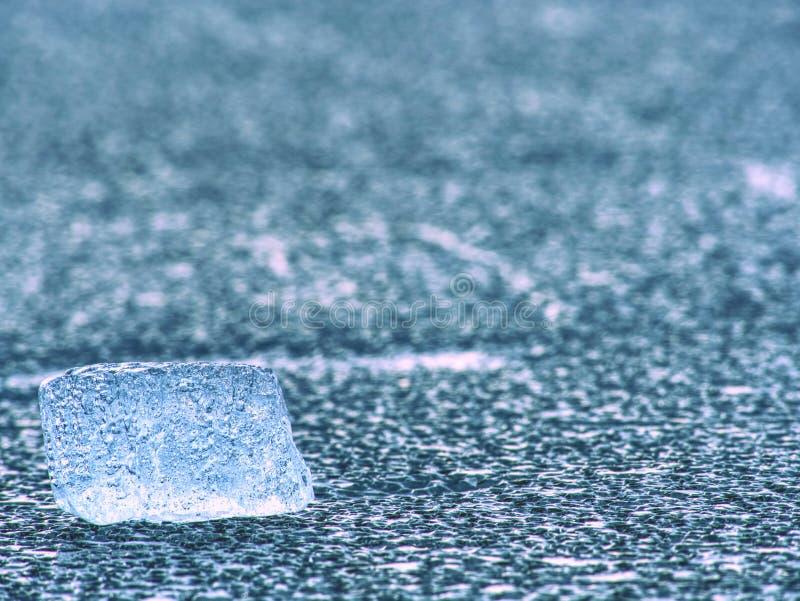 Hielo azul Hiele el casco y la textura agrietada del hielo en el glaciar melring Fragmento helado fotos de archivo libres de regalías