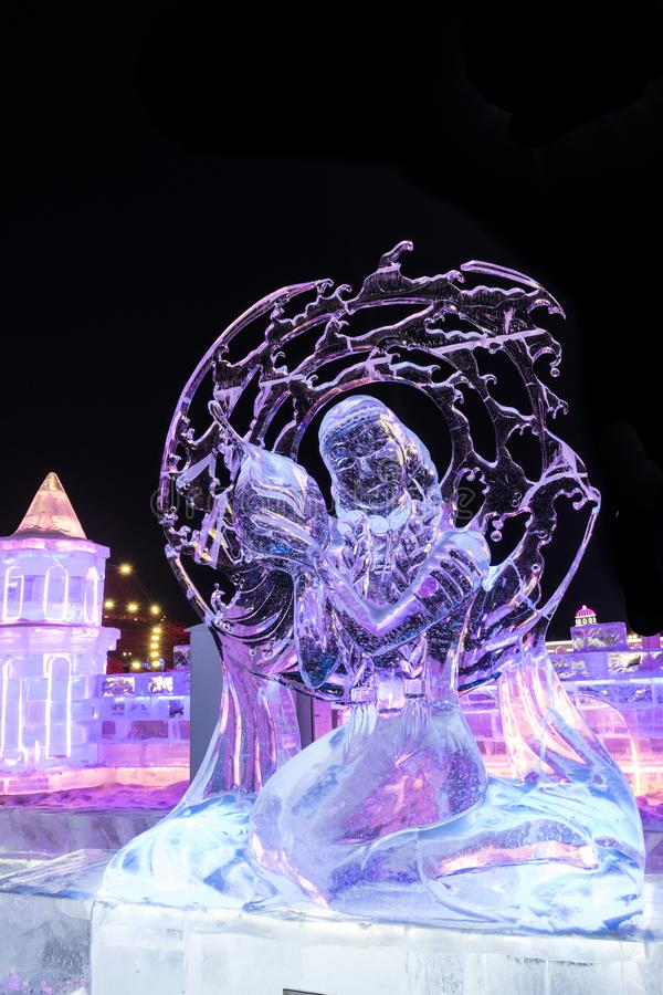 Hielo de Harbin y el festival 2018 de la nieve - hiele como la competencia de cristal de la escultura de la noche fotografía de archivo libre de regalías