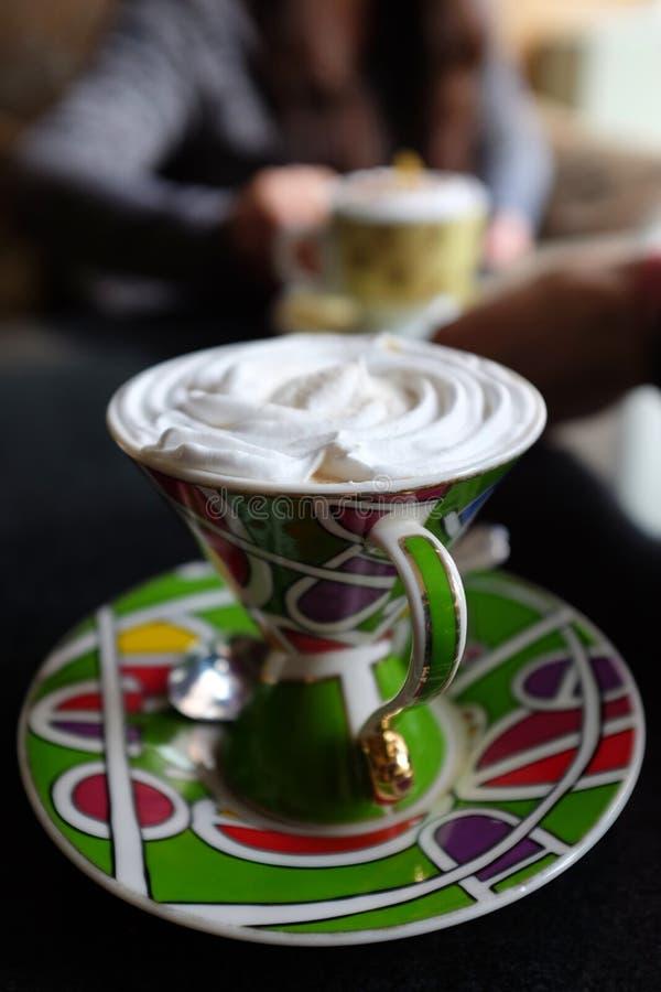 Hielo de la moca de Coffe mezclado con crema en una tabla imágenes de archivo libres de regalías