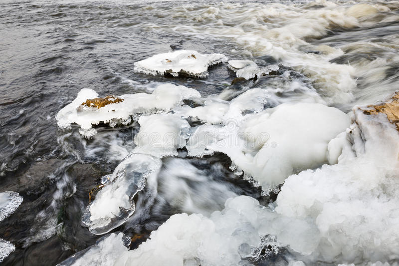 Hielo del río Río en invierno fotografía de archivo