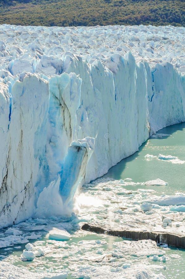 Hielo que cae, Perito Moreno Glacier, la Argentina fotografía de archivo libre de regalías