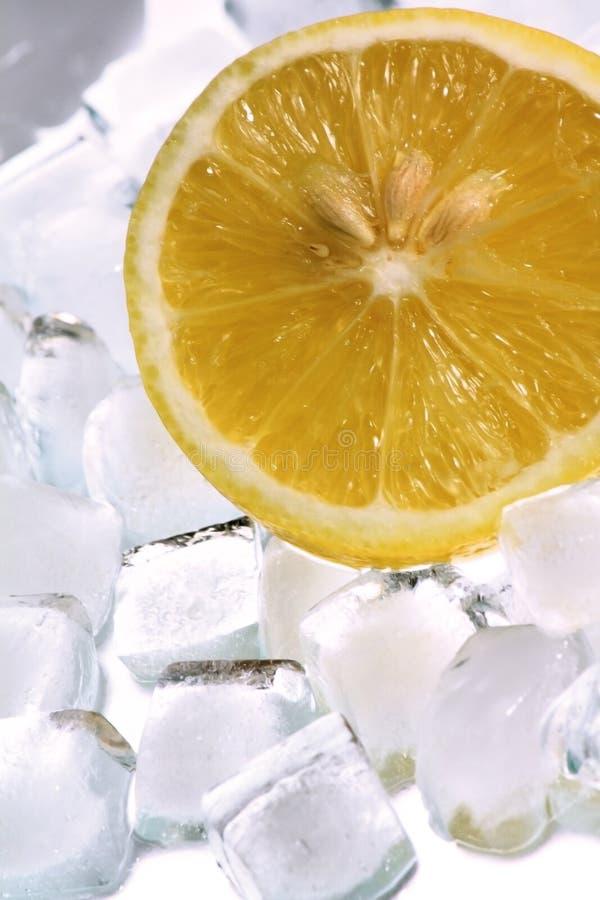 Hielo y limón foto de archivo libre de regalías