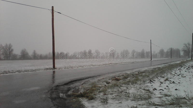 Hielo y nieve, apagado de Kemp Road en Lima, Ohio imágenes de archivo libres de regalías