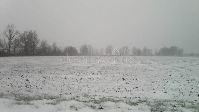 Hielo y nieve, apagado de Kemp Road en Lima, Ohio imagen de archivo