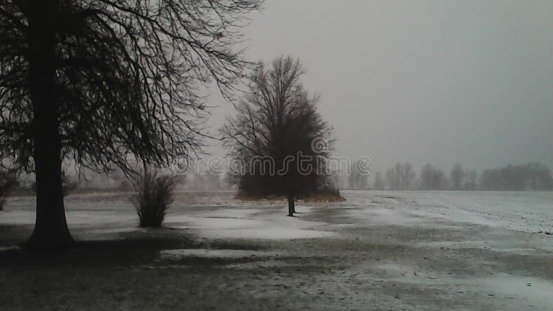 Hielo y nieve, apagado de Kemp Road en Lima, Ohio imagen de archivo libre de regalías