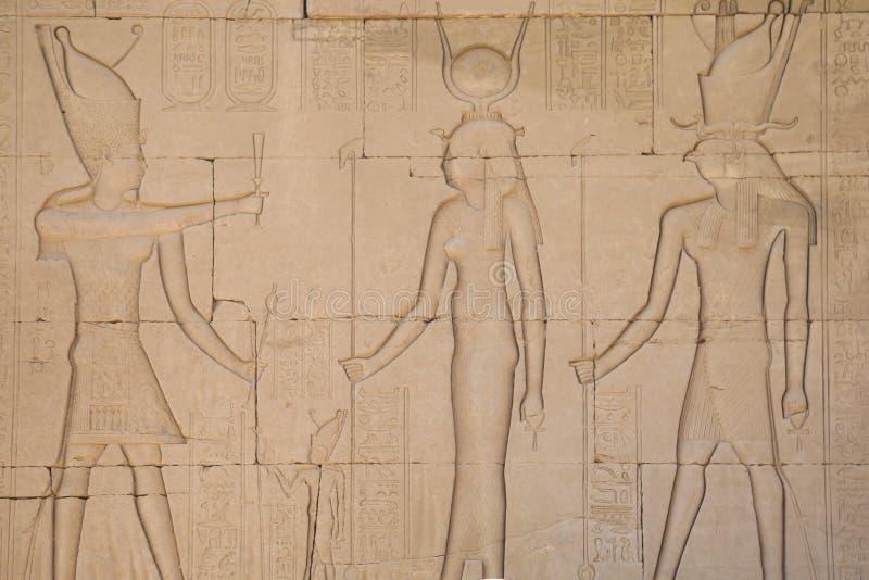Hieróglifos e desenhos no templo de Hatshepsut imagens de stock royalty free