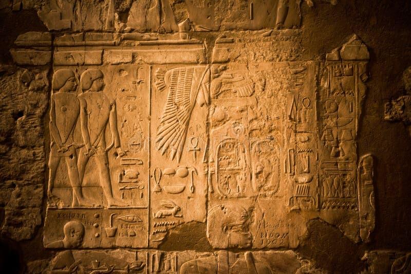 Hieróglifos no Templo de Luxor foto de stock royalty free