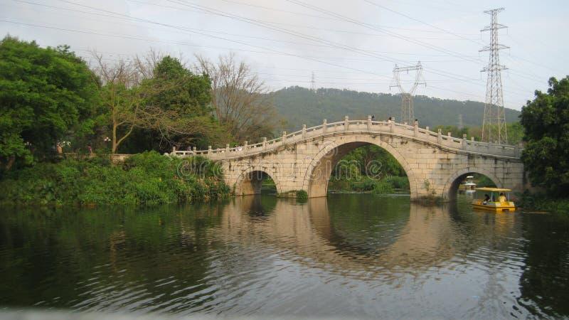 Hier is een rivier in het dorp stock foto