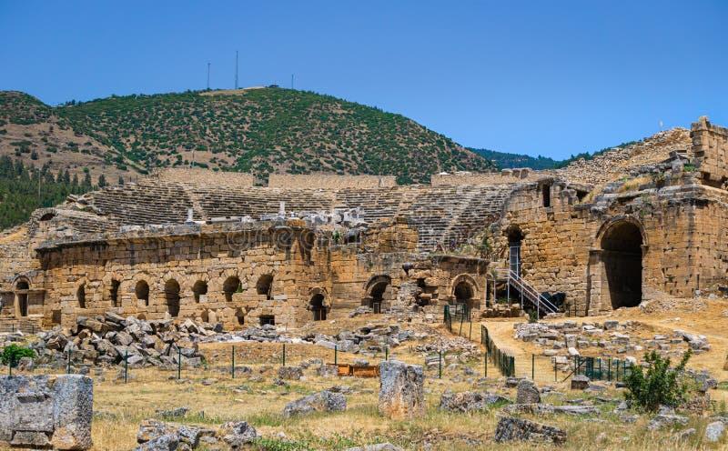 Hierapolis Ancent miasta ruiny w Pamukkale, Denizli, Turcja Romańskiego teatru zewnętrzny widok zdjęcia royalty free