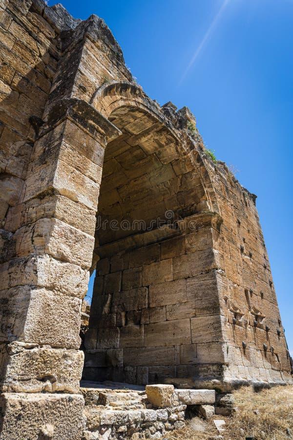 Hierapolis Ancent miasta ruiny w Pamukkale, Denizli, Turcja Romańskiego teatru zewnętrzny widok obraz royalty free