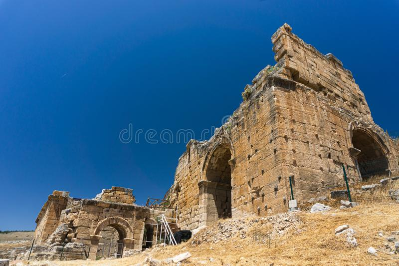 Hierapolis Ancent miasta ruiny w Pamukkale, Denizli, Turcja Romańskiego teatru zewnętrzny widok obraz stock