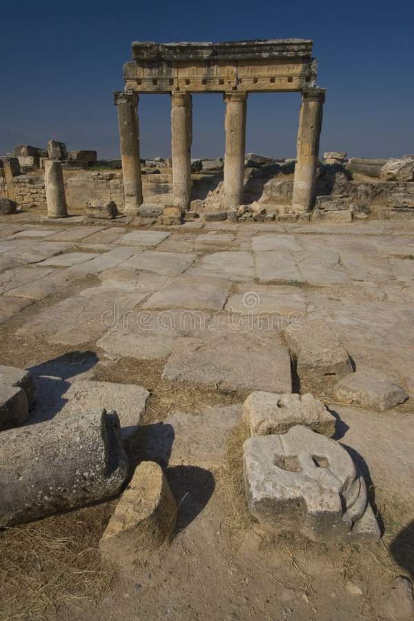 Hierapolis: De Dorische Kolommen van de hoofdstraat stock foto's