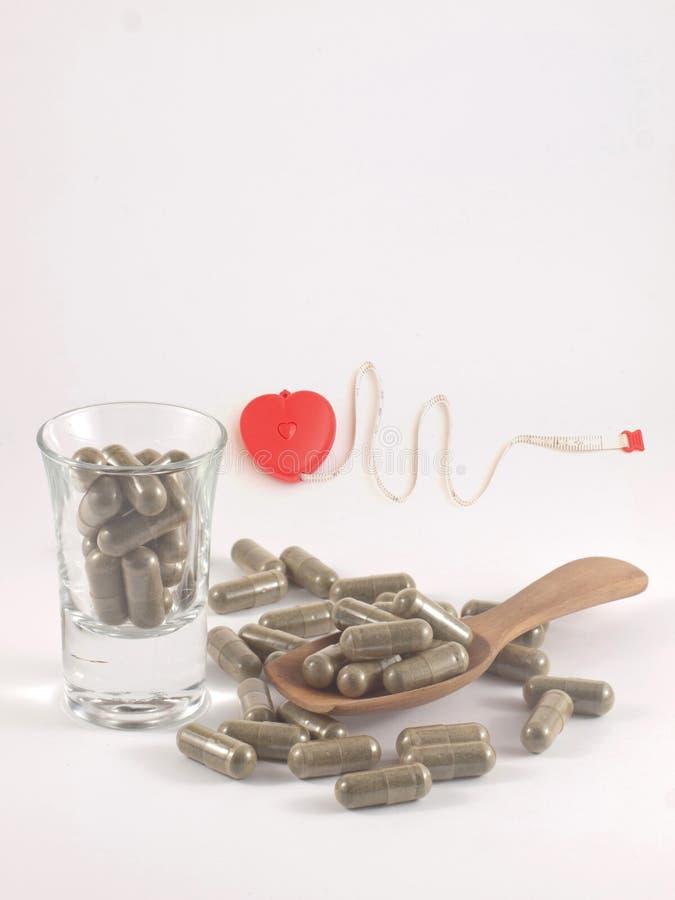 Hierba en píldora de la cápsula foto de archivo