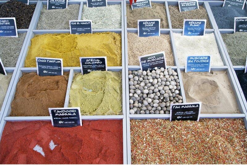 Hierbas en el mercado en luik fotos de archivo