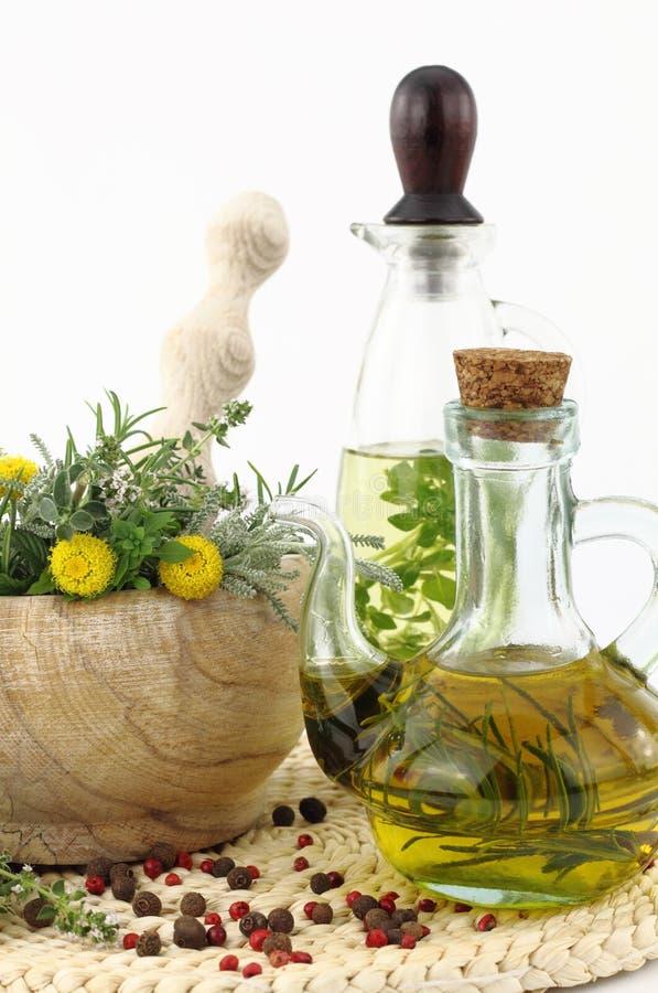 Hierbas y aceite de cocina foto de archivo