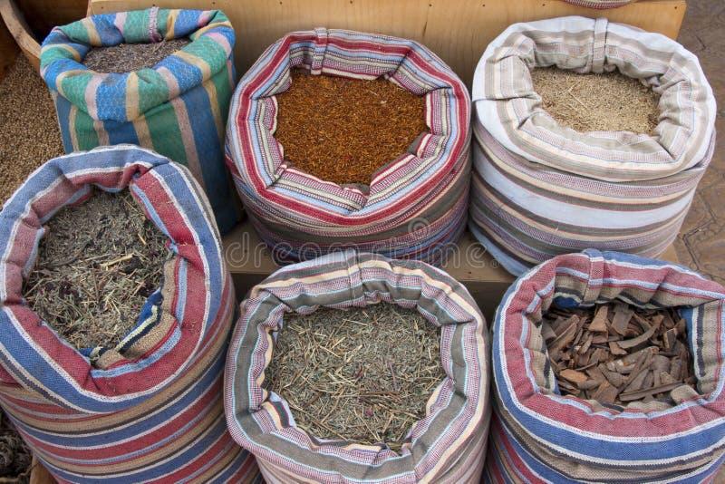 Hierbas y sección de las especias en un mercado de Egyptain imagen de archivo libre de regalías