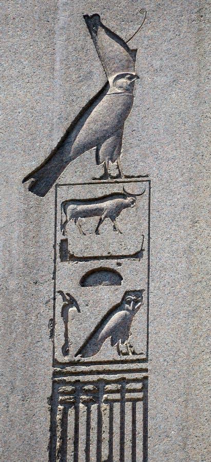 Hieroglify na antycznym egipskim obelisku, Istanbuł, Turcja zdjęcia stock