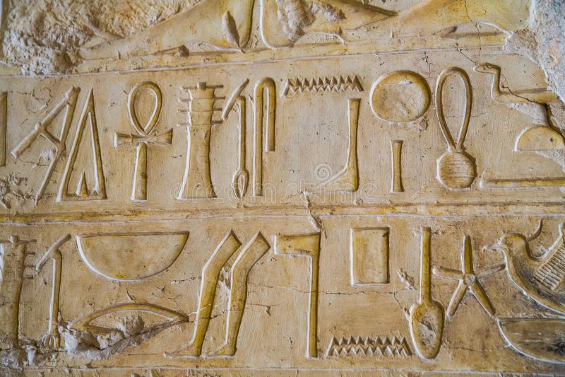 Hieroglify w świątyni Hatshepsut zdjęcie stock