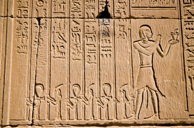 Hieroglify w Kom Ombo świątyni zdjęcia royalty free