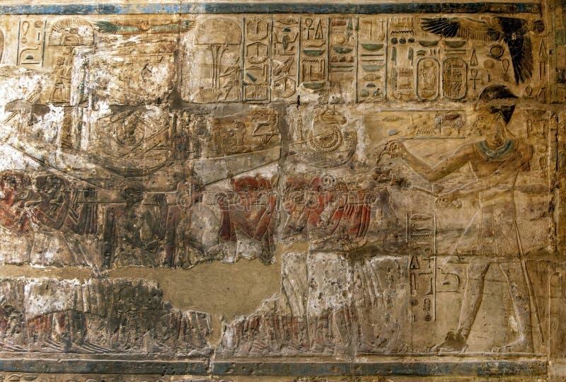 Hieroglyf och l?ttnadsgravyrer fotografering för bildbyråer