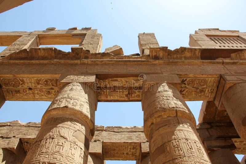 Hieroglyfer och antika symboler i Karnak-templet, Egypten som landmärke i Luxemburg royaltyfria bilder