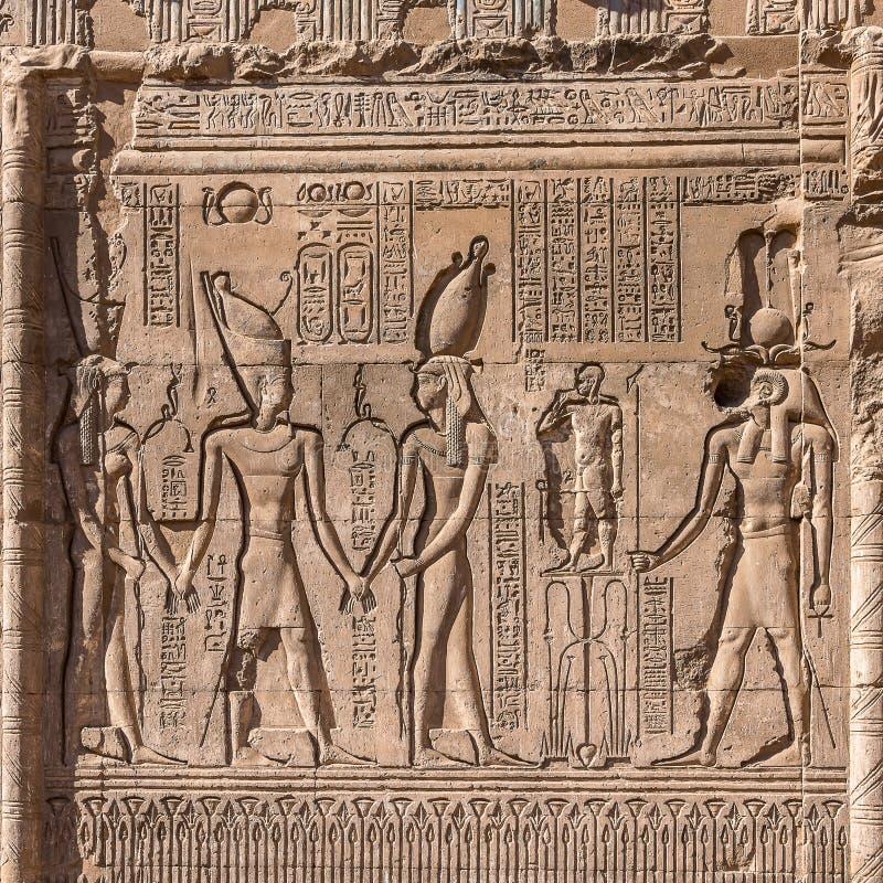 Hieroglyfer och lättnader från forntida Egypten royaltyfri bild