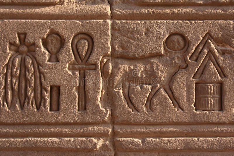 Hieroglyphe bei Philae stockbild