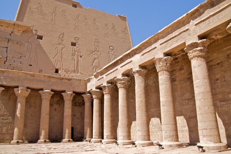 Hieroglyphen und Spalten stockbilder