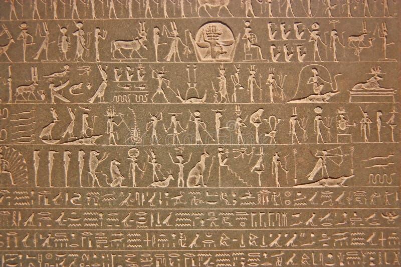 Hieroglyphics egípcios no indicador em um museu foto de stock royalty free