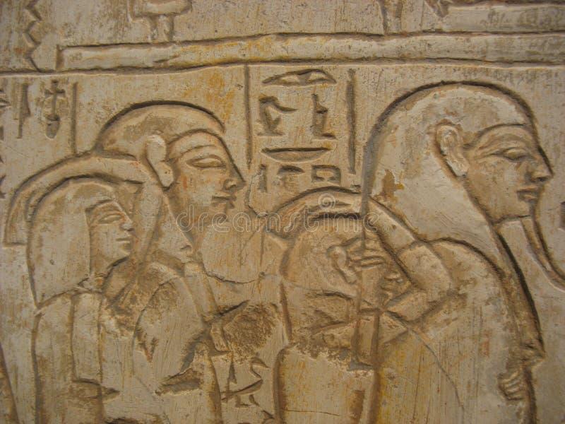 hieroglyphics hans folkpharaoh royaltyfri foto