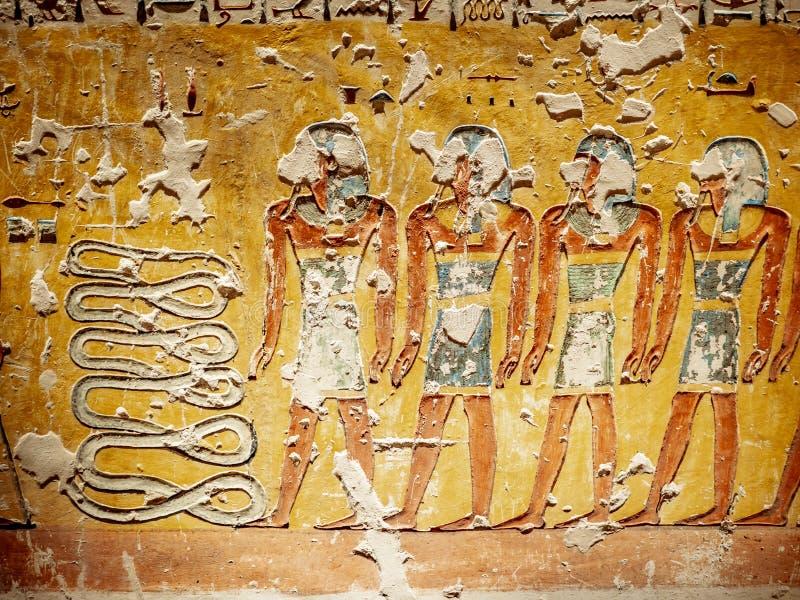 Hieroglyphics przedstawia życie pozagrobowe w dolinie królewiątka Luxor Thebes Egipt obrazy royalty free