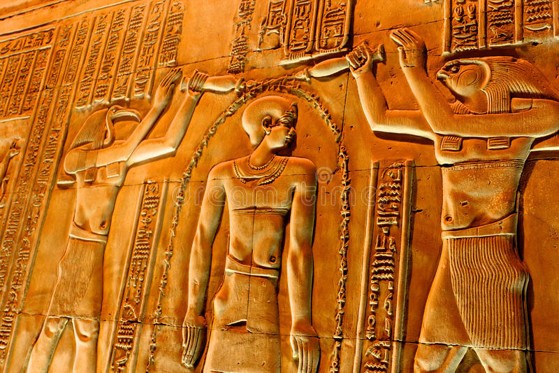 Hieroglyphs στο ναό Luxor στοκ εικόνες