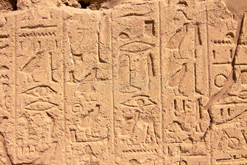 hieroglyphs της Αιγύπτου karnak τοίχος μ& στοκ εικόνες