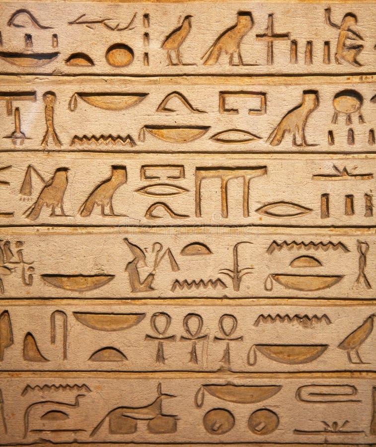 Hieroglyphs na parede imagens de stock